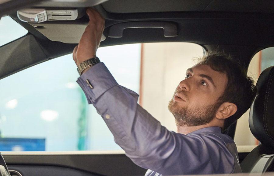 """Nissan contrata """"profissionais em cheiro"""""""